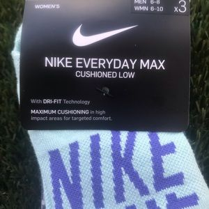 Nike Accessories - Women's Nike Everyday Max 3pack Medium Socks 6-10